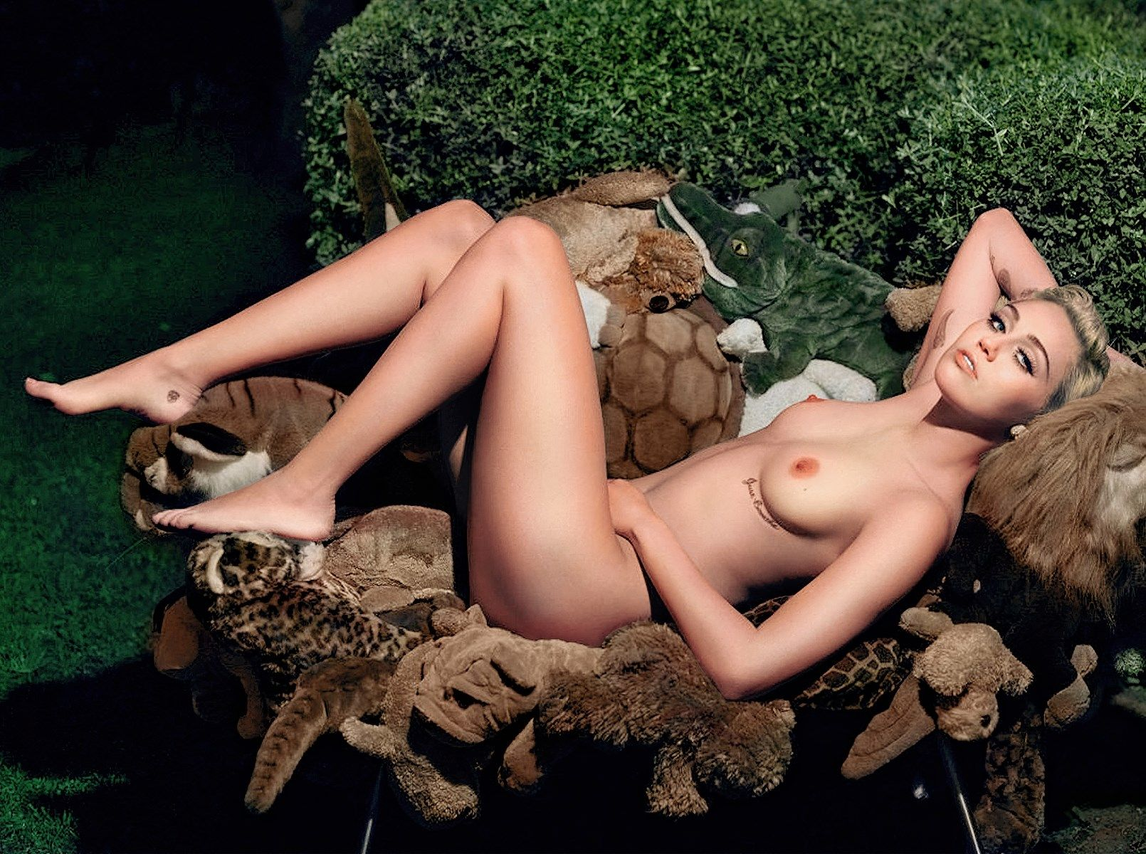 New Miley Nudes photo 8
